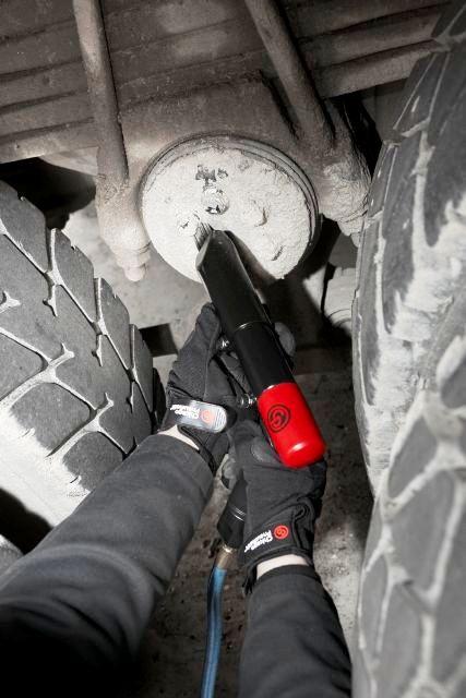 Młotek pneumatyczny – wielozadaniowe narzędzie do prac wyburzeniowych oraz oczyszczania powierzchni