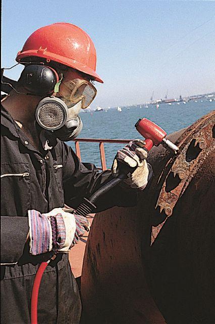 odbijak pneumatyczny w morskim przemyśle